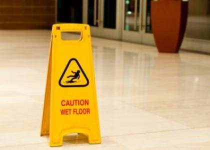 Woman awarded €71,340 in damages after fracturing knee on new tiles